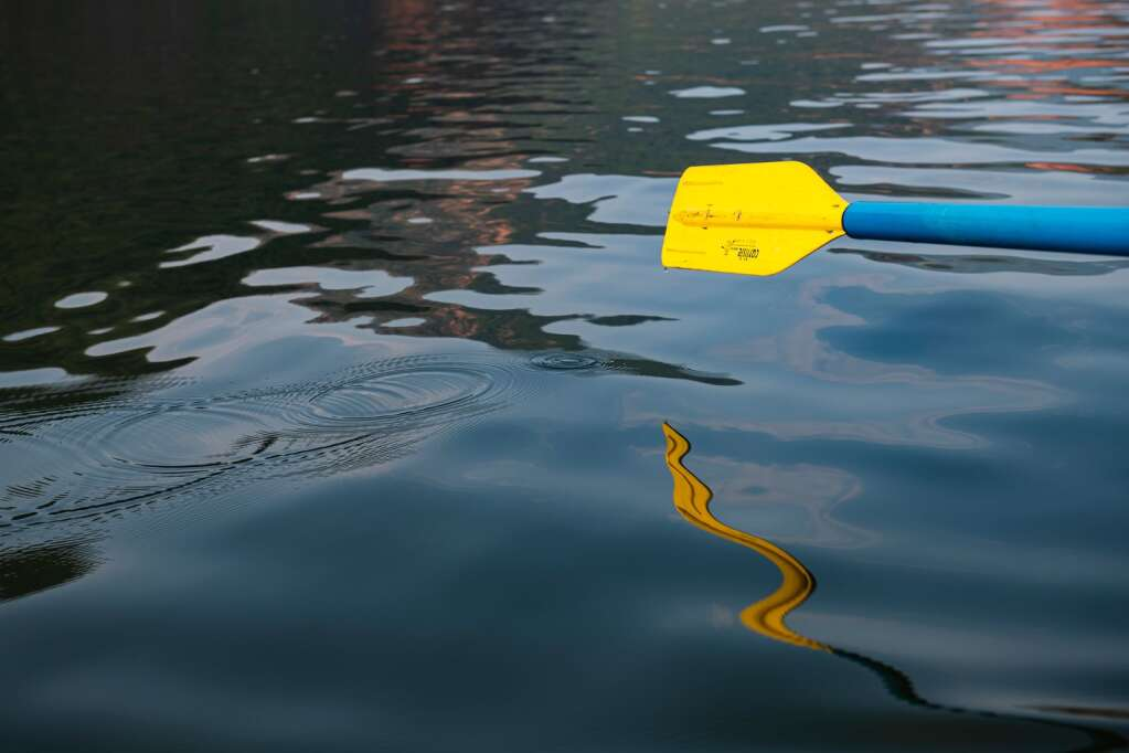 An oar drips water across the surface of Ruedi Reservoir as the boat glides over the surface on Tuesday, July 13, 2021. (Kelsey Brunner/The Aspen Times)