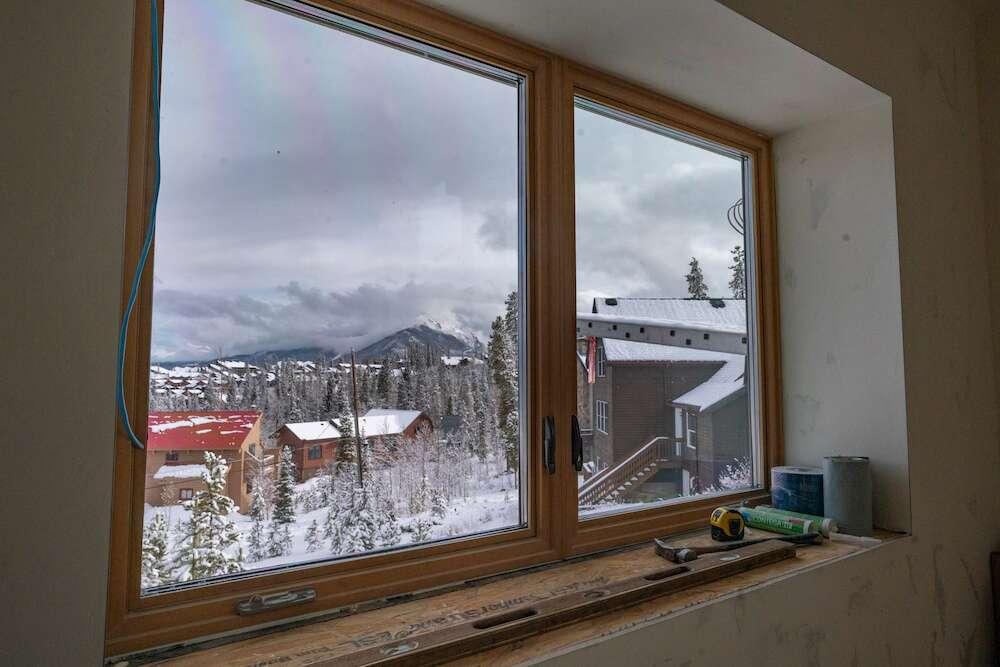 The great room windows, triple-paned by Alpen Zenith Windows made in Louisville, face Peak 1 and show the thickness of the walls. | Photo by Grace Coomaraswamy / GLC Productions